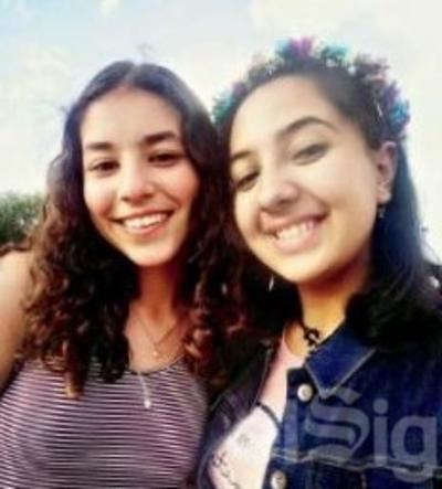 Danna y Mariana.