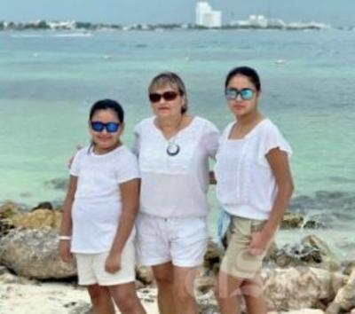 Pilar con sus nietas.