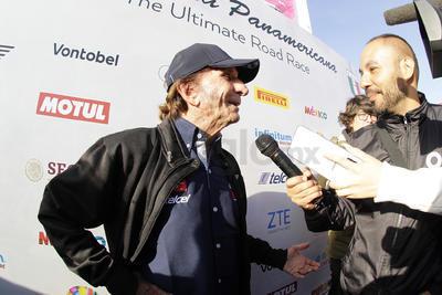 Emerson Fittipaldi, convivió con los pilotos y dio entrevistas ante los medios de comunicación.