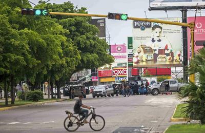 Fue hasta las 20:28 horas cuando el secretario de Seguridad Pública, Alfonso Durazo, dio un mensaje en el que dijo que 30 integrantes de la Guardia Nacional y militares patrullaban cuando fueron agredidos desde una vivienda, en la que se encontró a Guzmán López, del