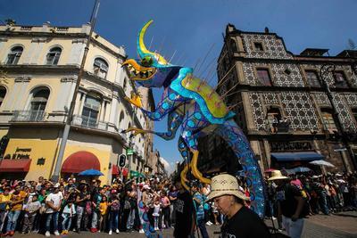 Aspectos del Desfile y concurso de alebrijes monumentales del Museo de Arte Popular que partió del Zócalo al Ángel de la Independencia.
