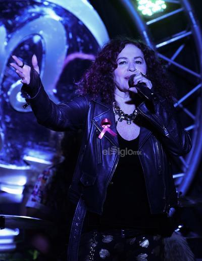 La cantante rockera Kenny se presentó anoche en el restaurante-bar Rock BlvD.