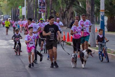 Algunos corredores participaron en familia, incluyendo a sus mascotas.