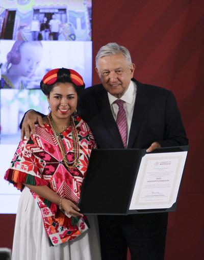 Diana Marlene Aguilar Castro, distinción Expresiones Artísticas y Populares, categoría B.