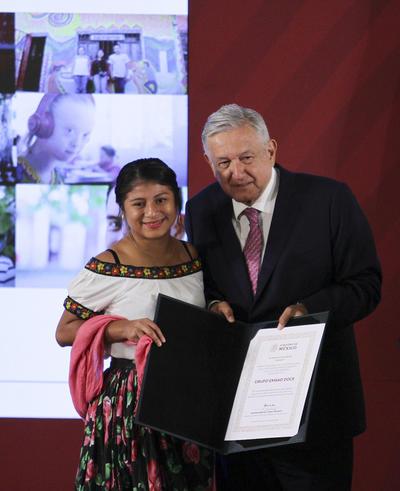 Alma Lissette Martínez Hernández, distinción Fortalecimiento a la Cultura Indígena, categoría A.