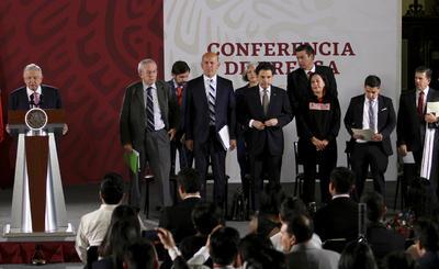Los jóvenes estuvieron presentes en la conferencia matutina del mandatario.