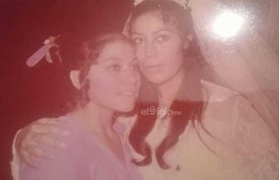 Hermanas Emilia y Carmen Calderillo Acosta, hace décadas.