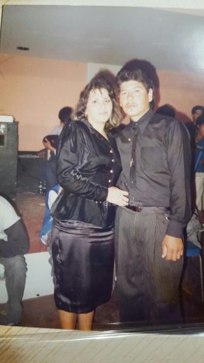 Tere Sánchez Macías y Julio Cervantes Magaña, en Los Mochis, Sinaloa en diciembre de 1987.