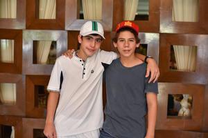 19102019 AMIGOS.  Mauricio y Antonio.