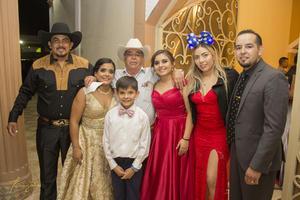 20102019 Familia de Durango, el abuelo, Ismael Gurrola; Tania Silva y Jesús Gurrola.