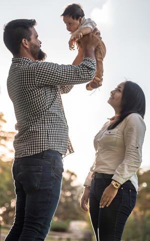 20102019 Familia Sarmiento Martínez disfrutando de su bebé Franco a sus 3 meses de nacido.
