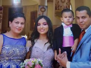 20102019 CELEBRACIóN DE CUMPLE.  Familia Álvarez Ramos acompañando a Alejandra Álvarez en sus XV años.