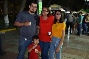 22102019 EN FAMILIA.  Daniel, Érika, Fernanda y Bastian.