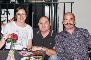 23102019 EN UNA INAUGURACIóN.  Cecilia Menéndez, Nacho Meléndez y Juan Muñoz.