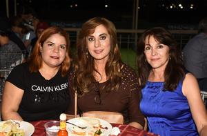 23102019 ENTRE AMIGAS.  Lilia, Luz Elena y Alejandra.