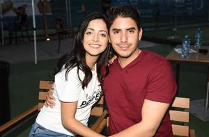 23102019 EN PAREJA.  Scarlet y José Luis.