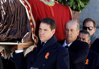 Concluyó la exhumación de los restos de Francisco Franco.