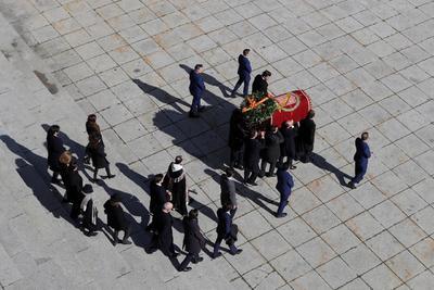 Los restos de Franco, al momento en que eran trasladados fuera del Valle de los Caídos.