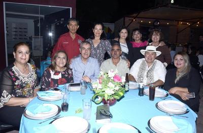 Jaqueline, Magda, Ricardo, Paco, Sergio, Blanca, Melita, Elizabeth, Giny, Juan y Lourdes.