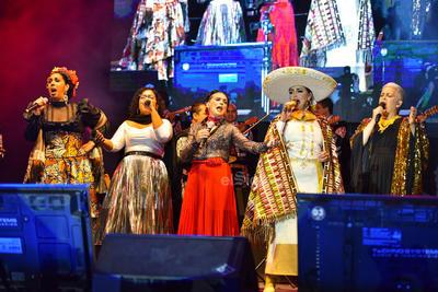 Y ante el barullo, las luces perdieron intensidad y se anunció la tercera llamada para el concierto homenaje titulado Chavela y sus mujeres, esto en el marco del Festival Internacional Julio Torri 2019.