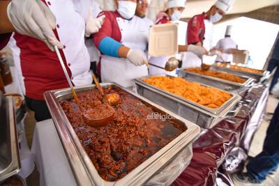 En esta ocasión se realizaron 40 kilos de carne de cerdo por cada institución, es decir 320 kilos en total, más las siete sopas,