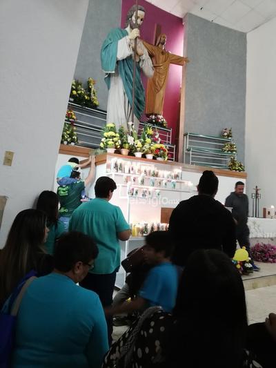 La misa inició puntualmente a las 22:30 horas, en ella el padre Luis enfatizó que si bien fue una misa de agradecimiento, fue también una en la que se debe pensar en ser mejores.