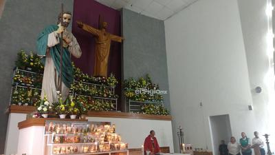 Asimismo, muchas personas cargaron la imagen del santo para que el padre le diera la bendición.