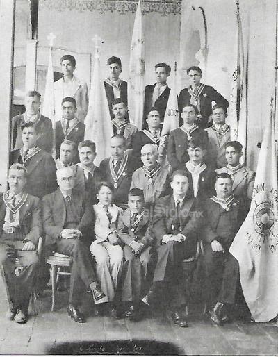 Fotografía de 1939 de la Sección San Pascual Bailón de la Adoración Nocturna Mexicana de la Parroquia del Sagrado Corazón de Jesús de Cd. Lerdo, Dgo., en este mes de octubre están celebrando su 80 aniversario.