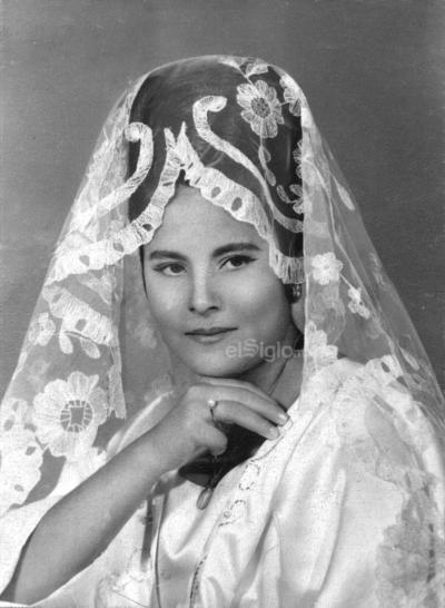 Dora Elia Hernández celebrando sus XV años el 26 de octubre de 1964.
