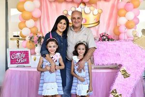 27102019 FESTEJO AL DOBLE.  Allegra y Amanda Estrella Luna celebraron en compañía de sus papás, Cuauhtémoc Estrella González y Alejandra Luna de Estrella, sus siete años de vida.
