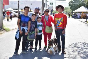 29102019 Familia Tapia Domínguez con sus mascotas, Jack y Toto.
