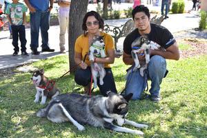 29102019 Julio e Isabel con, Kira, Hachi, 'L' y Cachuchín.