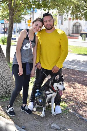 29102019 Marcela, Maximiliano y su perrito Boros.