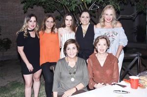 Conchita, Karla, Carola, Marla, Marcia, Marla y Manin