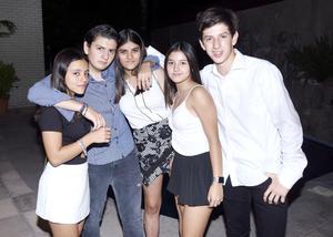 Oscar, Valeska, Isabella, Ale y Diego