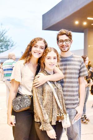 Lorena,Sara y Mauricio Murra.