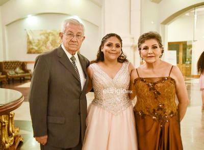 Acompañada de Silvia y Enrique
