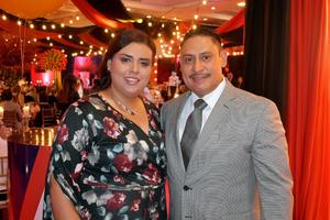 30102019 EN UNA CENA.  Ana Carolina y Alfredo.
