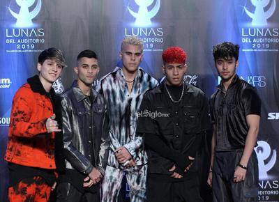 El grupo CNCO posa en la alfombra roja de los premios Las Lunas del Auditorio 2019.