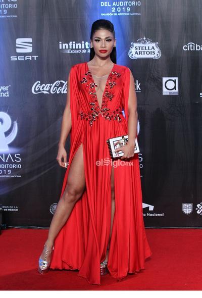 La actriz Juiette Rodríguez posa en la alfombra roja de los premios Las Lunas del Auditorio 2019.