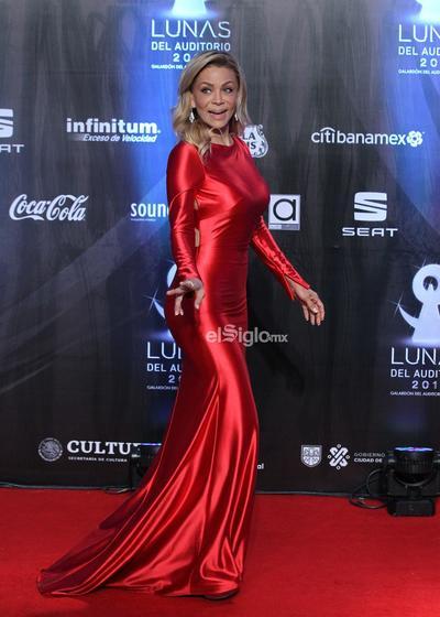 La actriz Cecy Gutiérrez posa en la alfombra roja de los premios Las Lunas del Auditorio 2019.
