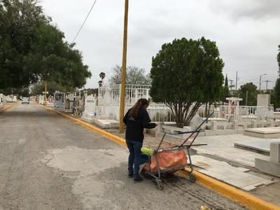 Entre las acciones que se llevaron a cabo se procedió al desazolve de la fosa séptica, limpieza de caminos y retiro de escombros, pintura de oficinas, explanada, cordonería y modificación de jardín.