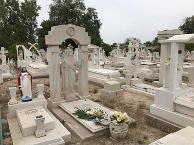 Se estima que hay alrededor de 40 mártires de la Revolución Mexicana enterrados aquí, entre ellos estuvo sepultado hasta el 28 de noviembre de 1989 el general de división, José Agustín Castro, quien fue trasladado a la rotonda de los Hombres y Mujeres Ilustres en Durango.