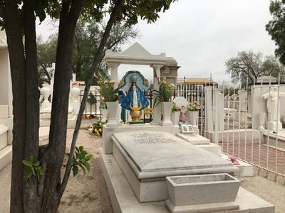 Se estima recibir a entre 40 mil y 50 mil personas en estos días; la tumba más antigua es de Gregorio Salazar, que data del 15 de marzo de 1903.