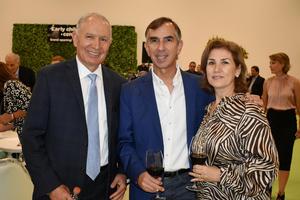 01112019 DISFRUTAN DE INAUGURACIóN ESCOLAR.  Makluff, Darío y Pilar.