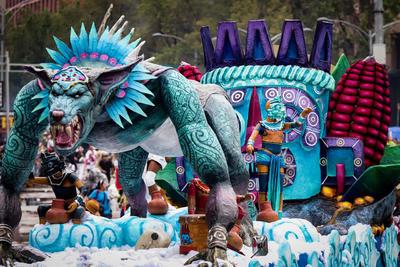 Los carros alegóricos hacían referencia a la mitología de los mexicas -el pueblo indígena dominante de la época prehispánica- como el Mictlán o inframundo.