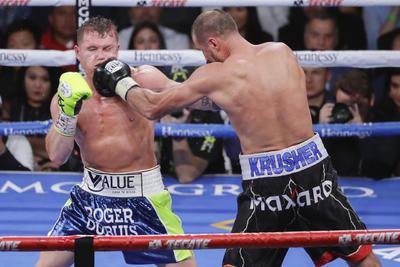 Se proclamó campeón semicompleto de la Organización Mundial de Boxeo.