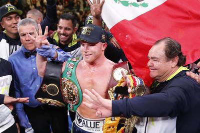 Saúl se convirtió en el cuarto mexicano en lograr el tetracampeonato en distinta división.