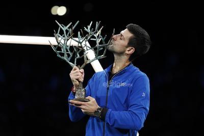 Se pone a un título del máximo ganador, el español Rafael Nadal, que tiene en sus vitrinas 35.