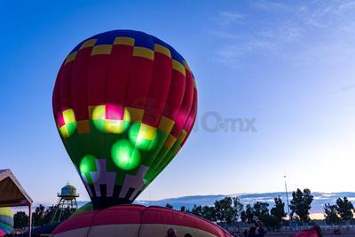 Fue así como la explanada de la Feria vio llegar desde temprano a una gran cantidad de personas, incluso familias, que acudieron para realizar su vuelo por la ciudad de Durango.